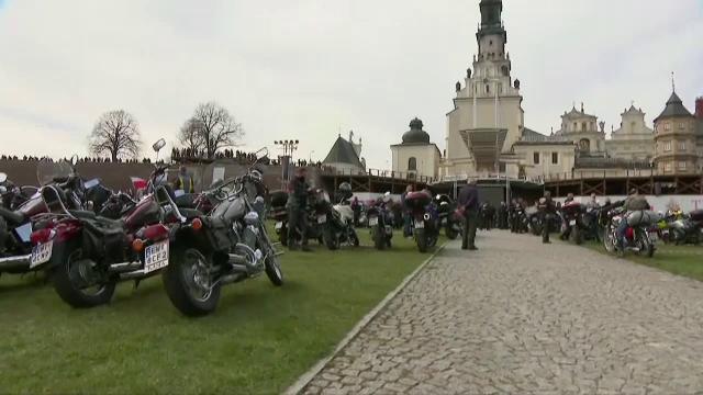 """Motocicliștii s-au adunat și în pandemie la o mănăstire din Polonia. """"Respectarea tradiției și credința pot face minuni"""""""