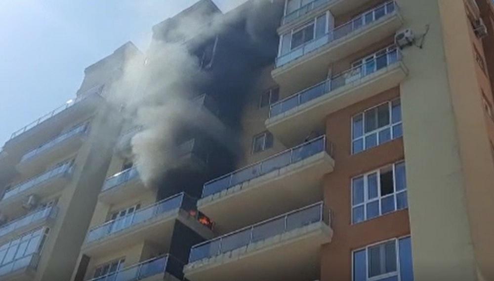 Incendiu într-un bloc din Iași. Doi adulți și un copil au avut nevoie de îngrijiri medicale