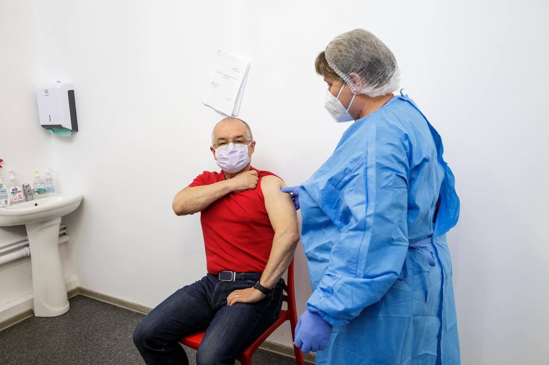"Emil Boc s-a vaccinat cu a doua doză de ser AstraZeneca: ""Vom învinge pandemia"""