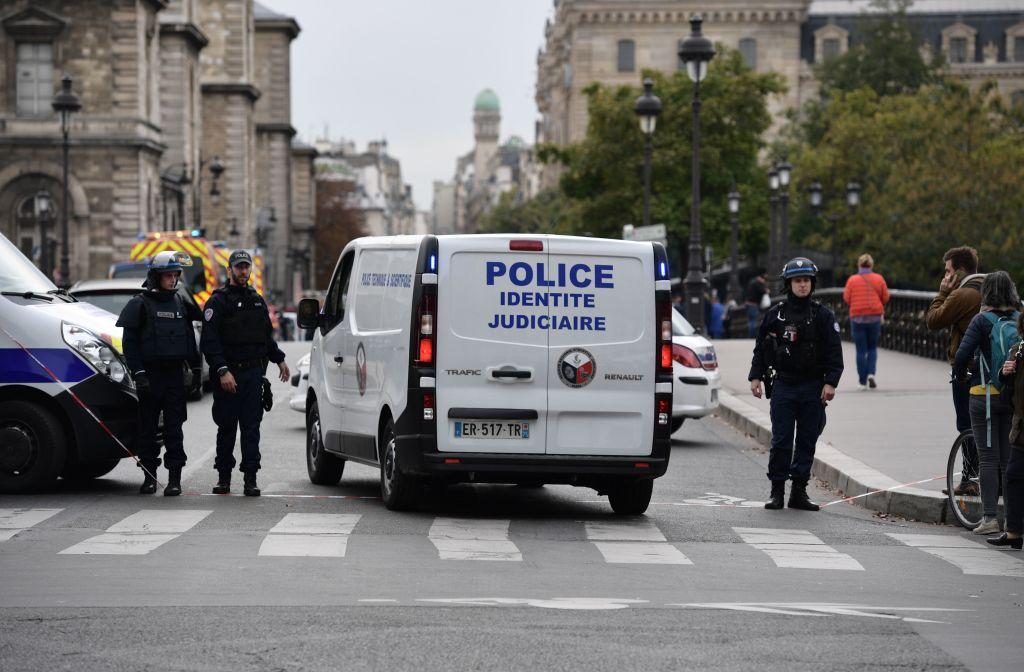 Atac cu focuri de armă în Paris. Cel puțin o persoană a murit
