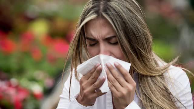 Cum pot afla nivelul polenului din aer românii care suferă de alergii