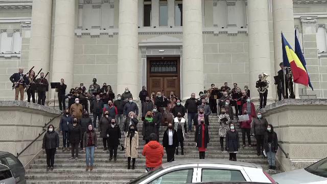 Protest sub formă de concert la Filarmonica Arad, unde jumătate din artiști ar putea fi dați afară