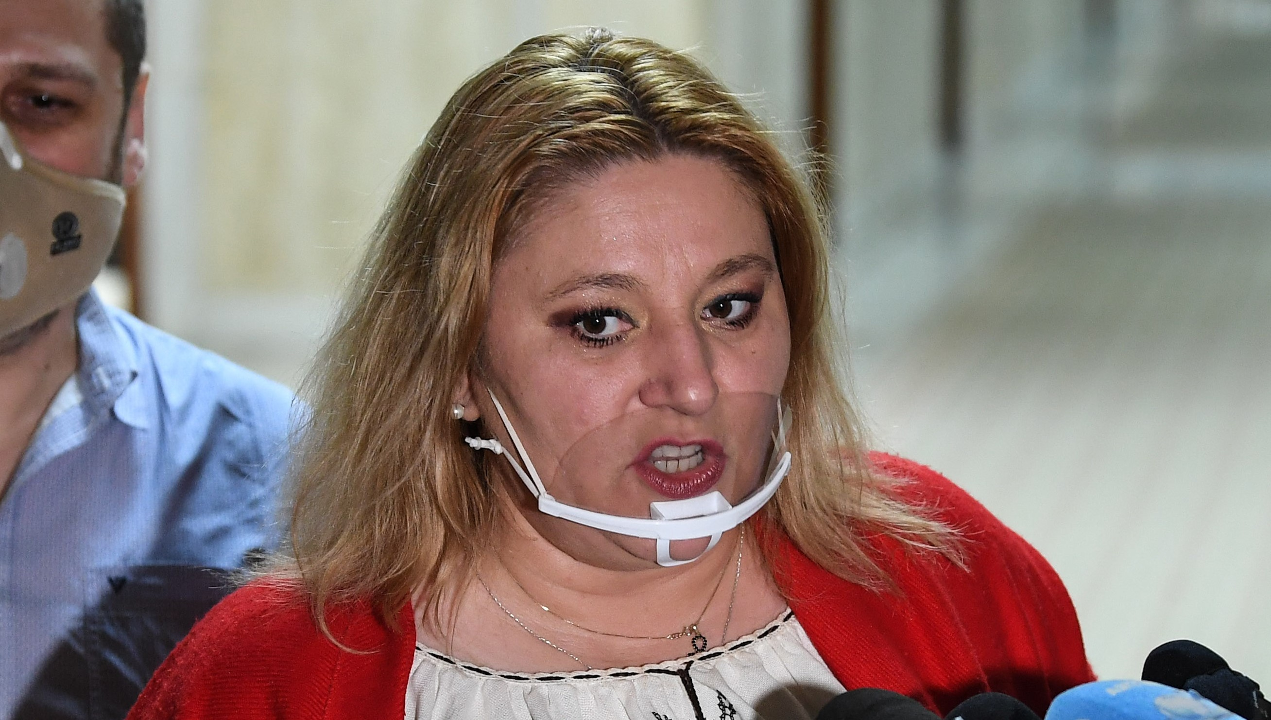 """VIDEO. Chestorul Senatului susține că a fost bătut de Șoșoacă: """"M-a prins de față, m-a lovit"""""""