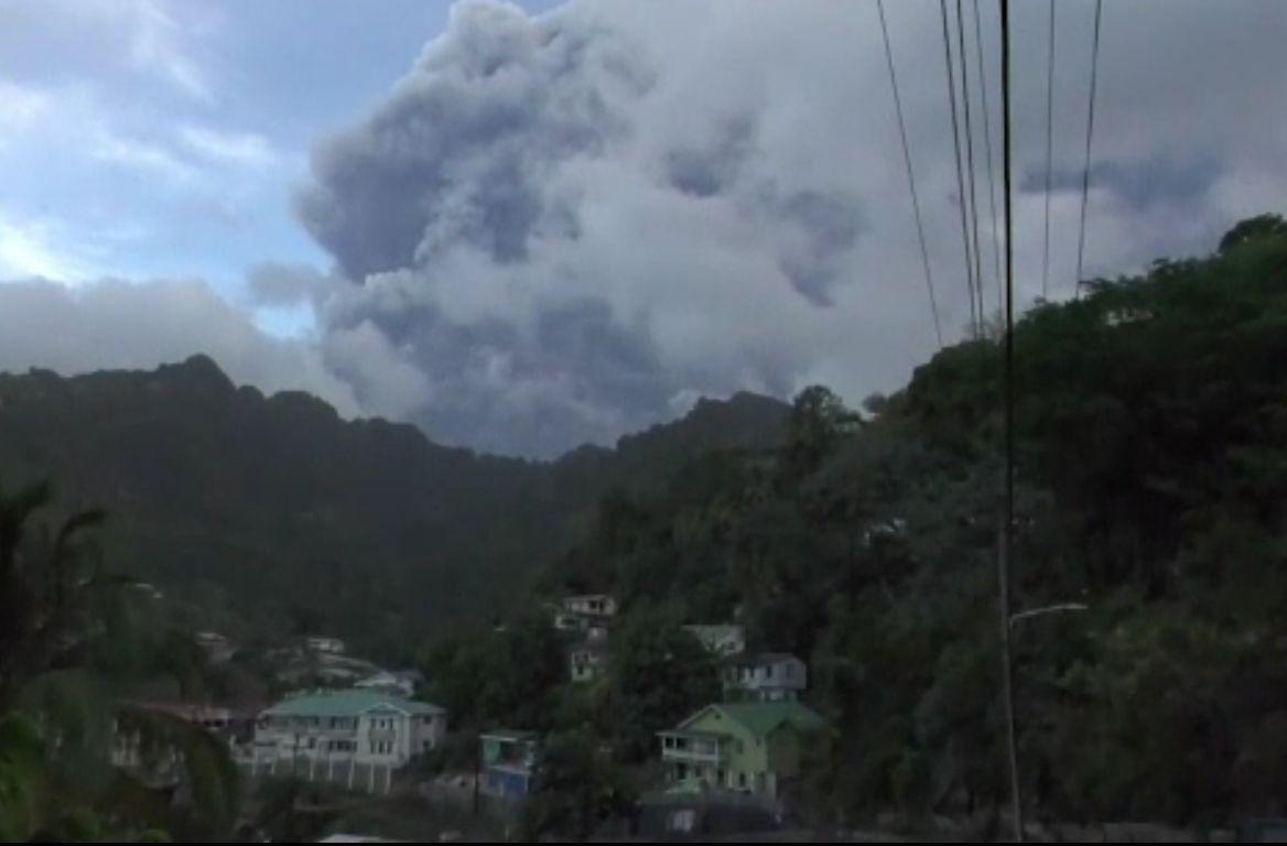 Vulcanul de pe Insula Saint Vincent a erupt din nou. Populația se confruntă cu o criză de alimente și apă