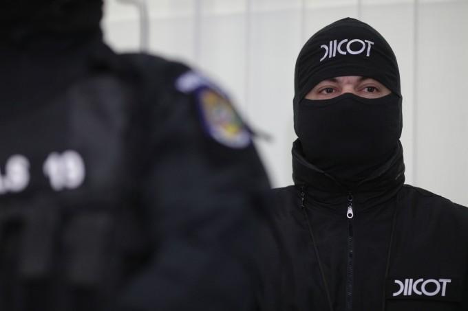Scurgeri de informații la DIICOT Botoșani. O suspectă i-a așteptat pe mascați la descindere cu cafeaua gata făcută