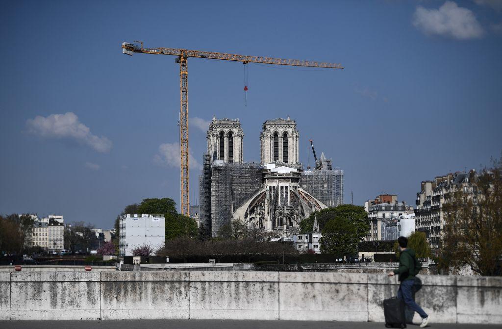 Ministru: Catedrala Notre-Dame din Paris, devastată de un incendiu, va fi redeschisă în 2024