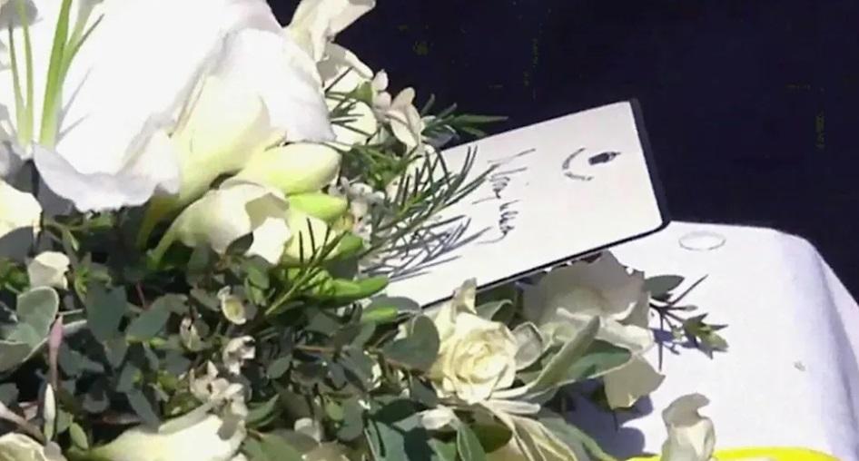 Scrisoarea lăsată de Regina Elisabeta pe sicriul Prințului Philip. Numele cu care s-a semnat