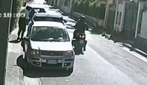 Video. Doi hoți sunt surprinși de camerele de supraveghere cum fură un SUV în 30 de secunde