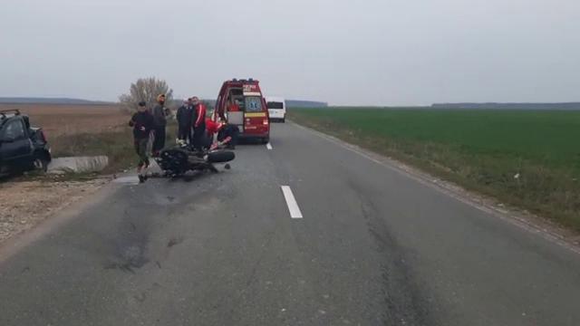 Un motociclist a fost rănit grav, în Dâmbovița. Greșeala făcută de șoferița care a provocat accidentul
