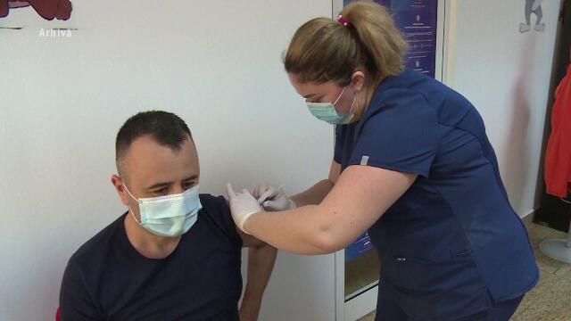 Mulţi români se vor putea vaccina la locul de muncă, împreună cu familia. Anunțul Guvernului