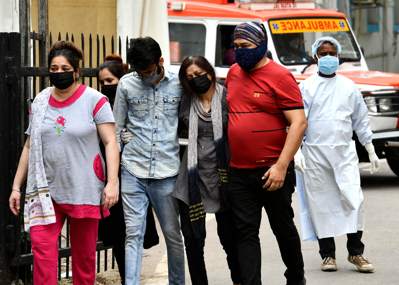 """Al 2-lea val de Covid a lovit India ca un tsunami: """"Lucrurile au scăpat de sub control"""""""