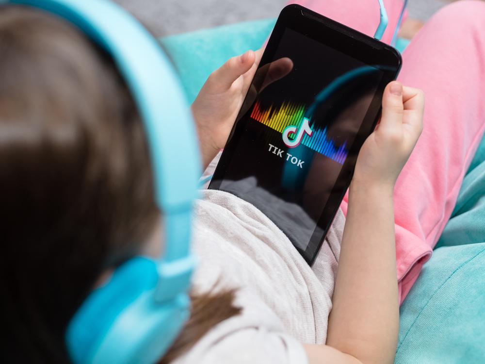 Platforma Tiktok, acuzată că ar fi colectat ilegal date de la milioane de copii. Ce despăgubiri se solicită