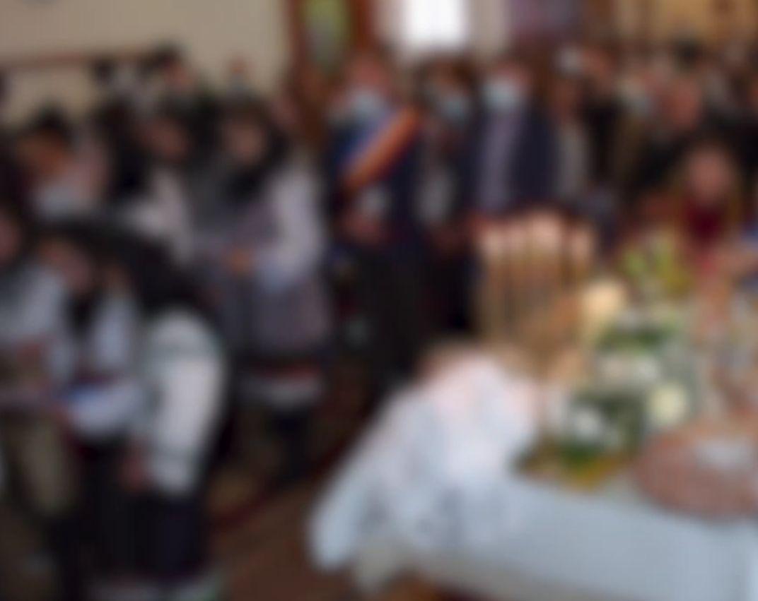 Slujbă la Botoșani cu oameni care nu respectă distanțarea. Poliţia şi DSP au deschis o anchetă