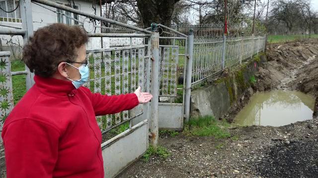 Reabilitarea tronsonului Șurdești, din Maramureș, îi nemulțumește pe localnici. Oamenii nu mai pot intra în curți