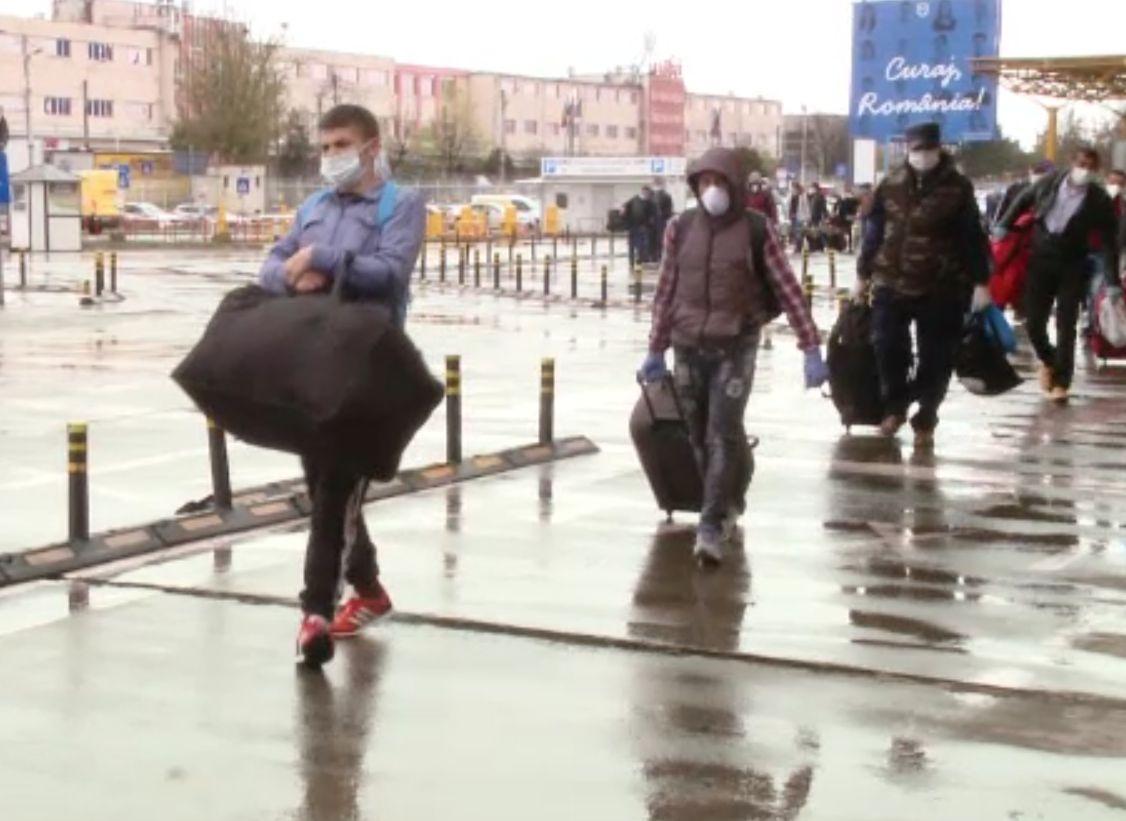 Guvernul acordă 50% din salariul brut la angajarea românilor concediați în străinătate