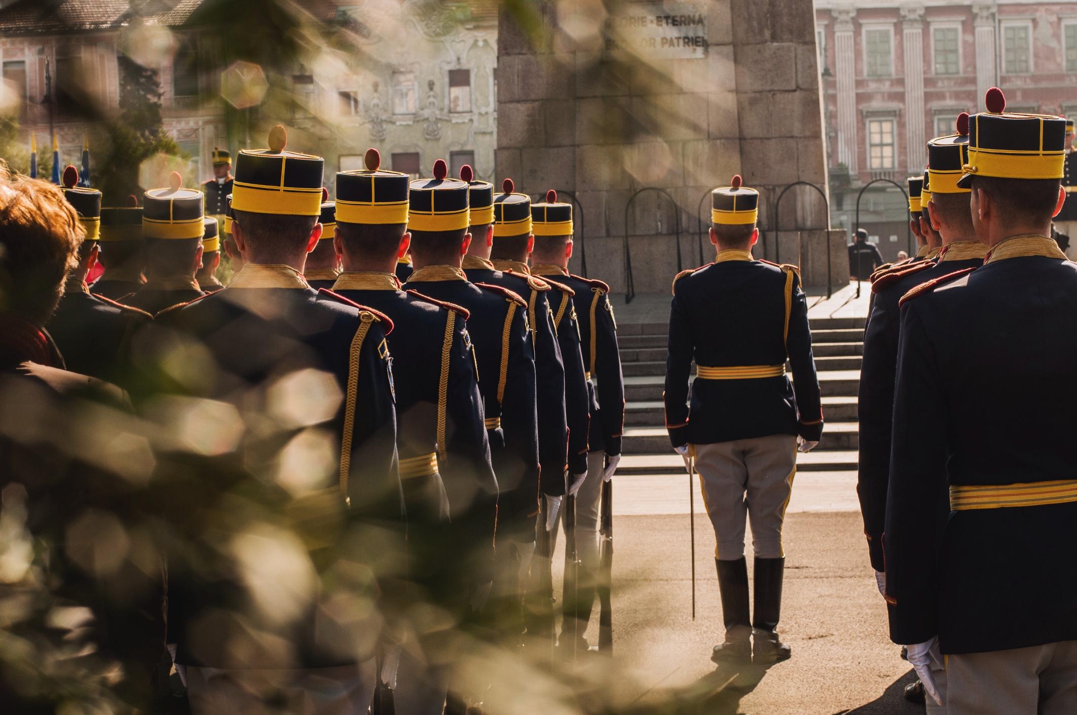 Ziua Forţelor Terestre, marcată astăzi, odată cu sărbătoarea Sfântului Mare Mucenic Gheorghe