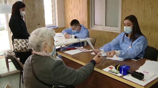 Studenți la medicină, voluntari în centre de vaccinare din Timișoara