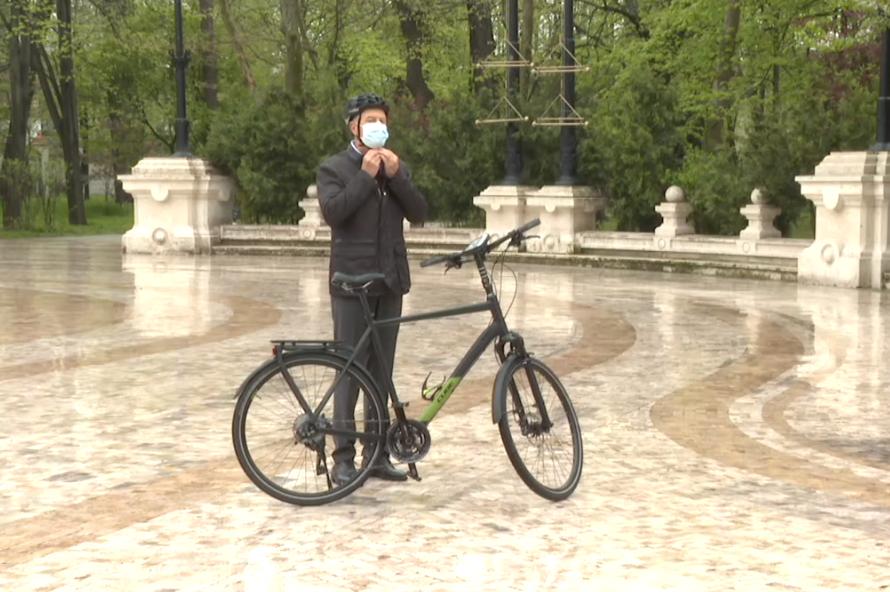 Cât costă bicicleta președintelui Klaus Iohannis. Este produsă de o firmă nemțească