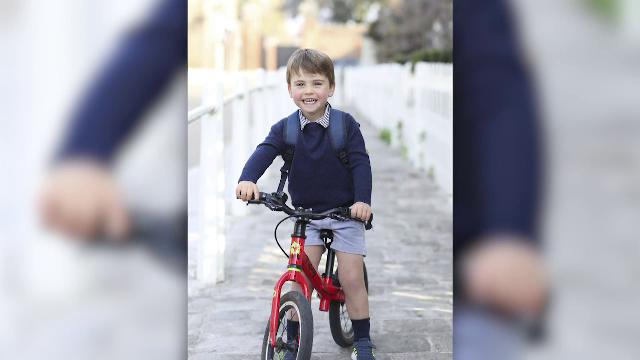 Prințul Louis, mezinul lui William și Kate, a împlinit trei ani. Poza publicată de părinții săi