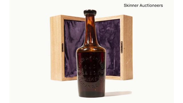 Una dintre cele mai vechi sticle de bourbon, scoasă la licitație. Cu cât s-ar putea vinde