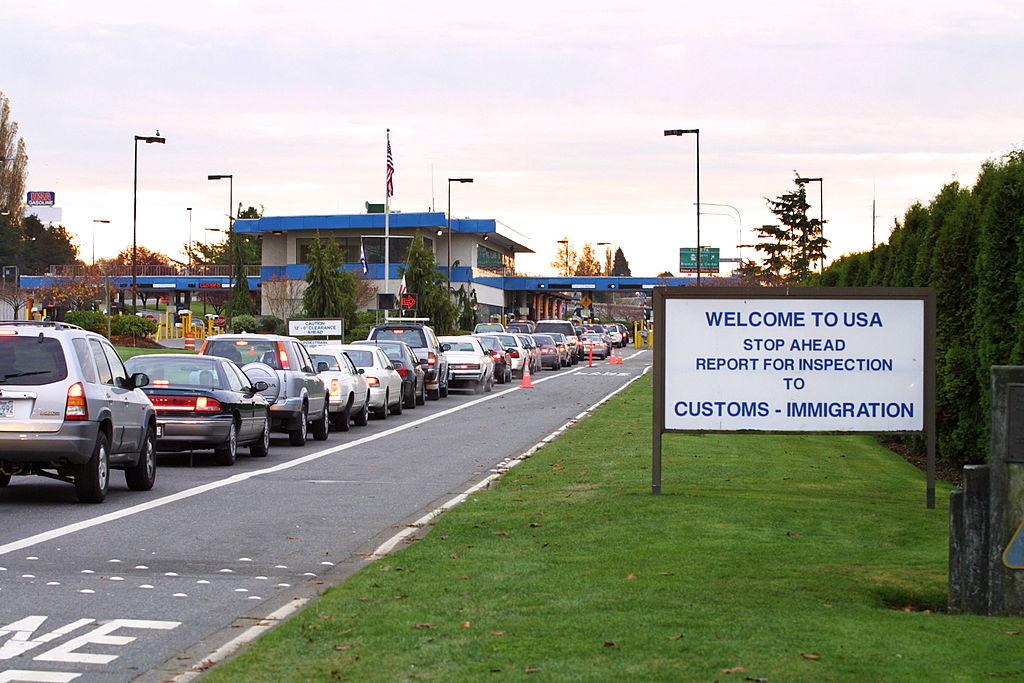 Canadienii vin cu taxiul din SUA pentru a evita carantina care se aplică celor care călătoresc cu avionul