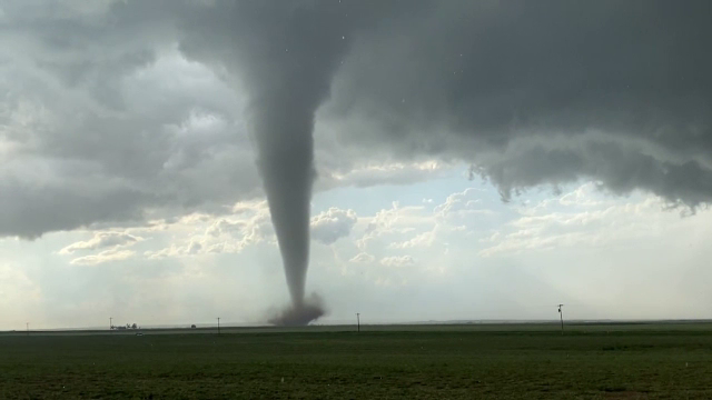 Imagini spectaculoase cu o tornadă în Texas. Ce a urmat