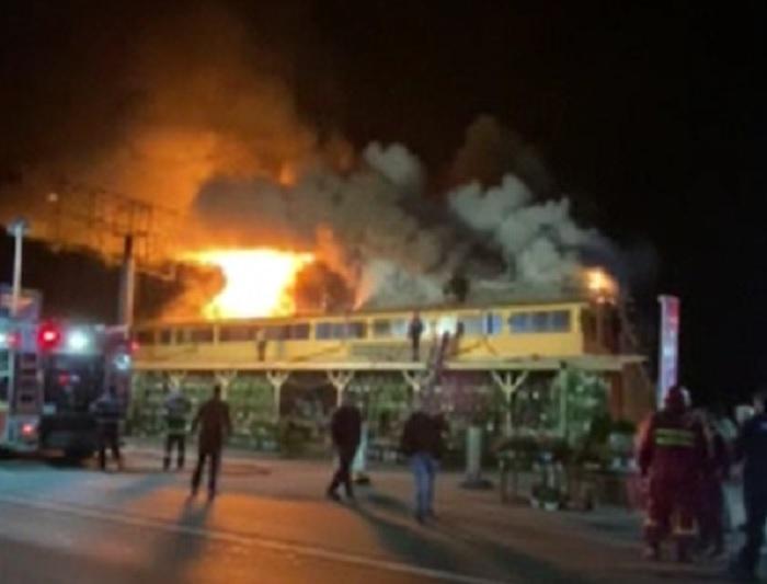 Incendiu violent pe drumul care leagă Buzăul de Ploiești. Un motel a fost distrus de flăcări