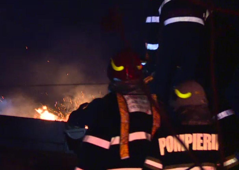 Un bărbat din București și-a dat foc la casă după o ceartă în familie