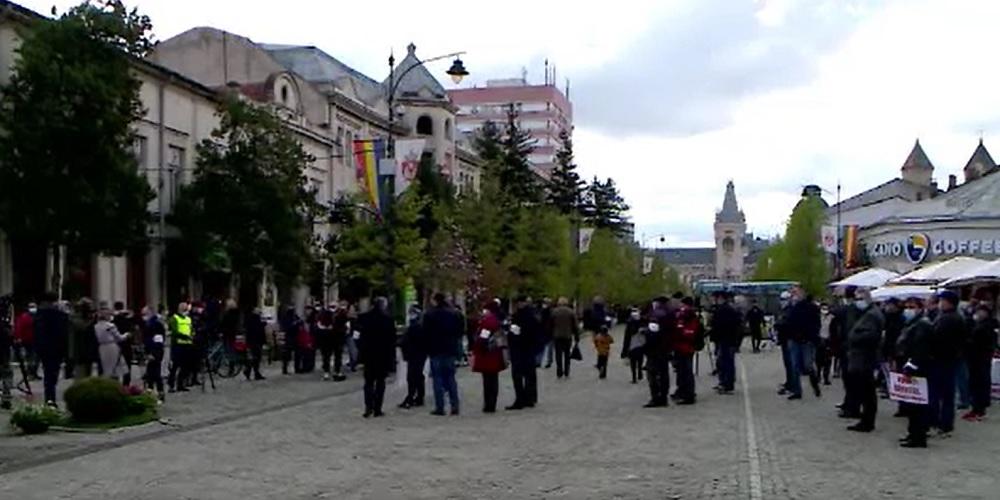 Protest în Iași. Zeci de angajați din administrația locală au ieșit în stradă