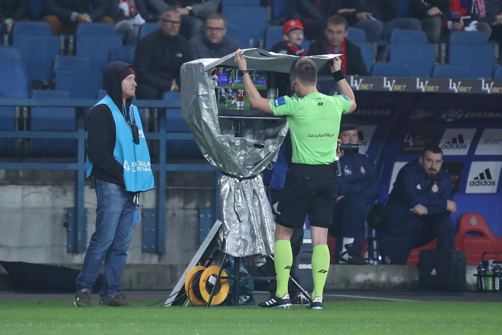 """Fotbalul românesc va avea arbitraj video. Iorgulescu: """"Vom avea VAR la începutul play-off-ului sezonului următor"""""""