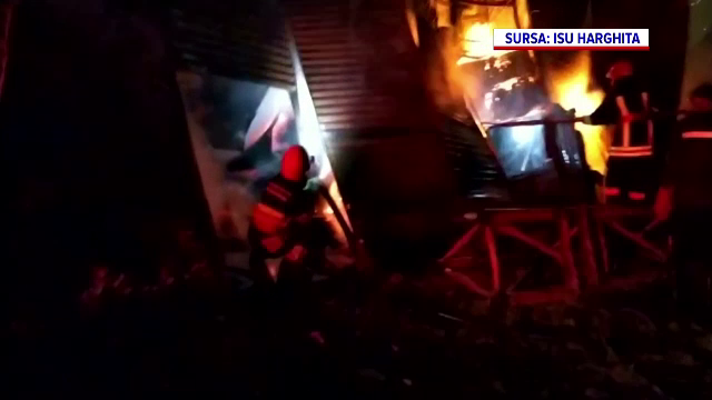Panică în Gheorgheni, după ce un depozit cu substanțe inflamabile a luat foc