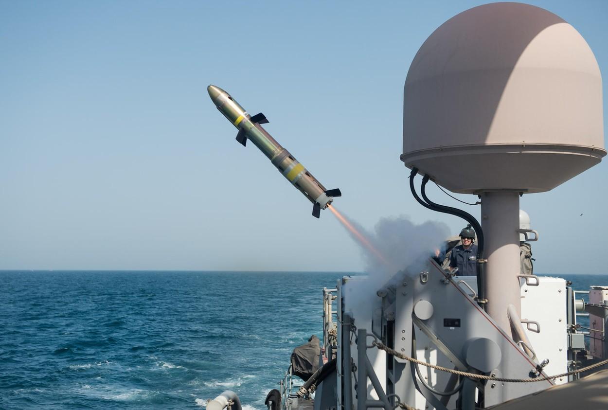Incident militar în Golf. O navă SUA a deschis focul pentru a scăpa de 3 nave iraniene