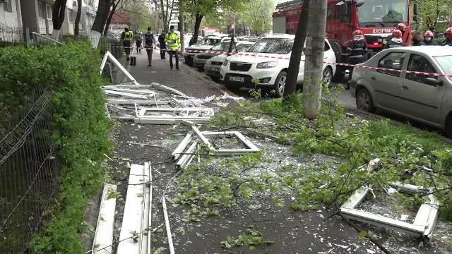 Explozie într-un bloc din Galați. Ferestrele unui apartament au zburat în stradă