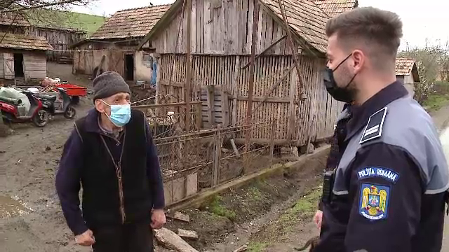Doi polițiști au salvat un bătrân, în Cluj. Bărbatul își căuta sora pe care nu o mai văzuse de șase ani