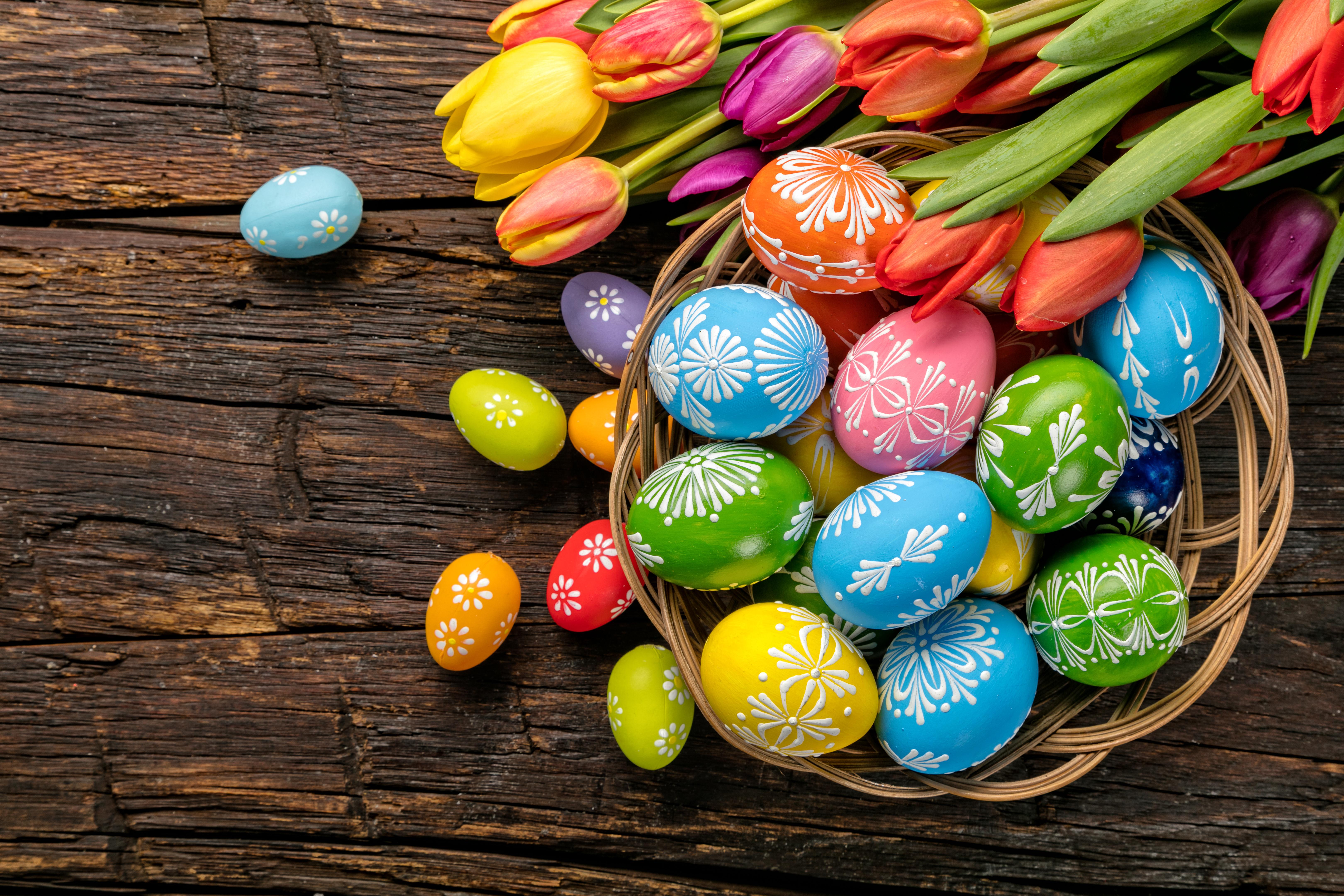 Cum se vopsesc natural ouăle de Paște. 10 rețete simplu de urmat