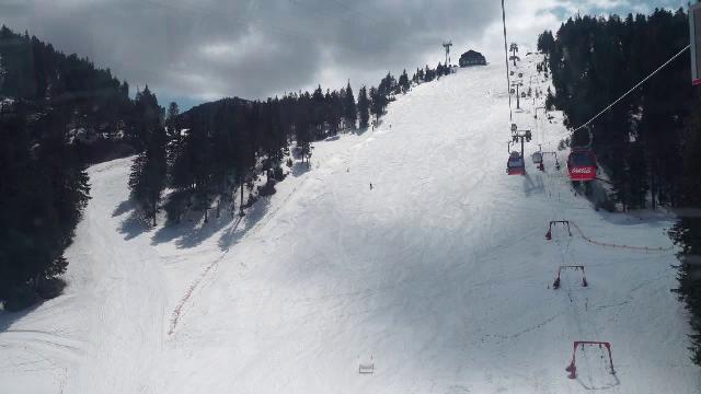 Condiții bune de schi, la munte. Turiștii își vor putea petrece Paștele pe pârtie