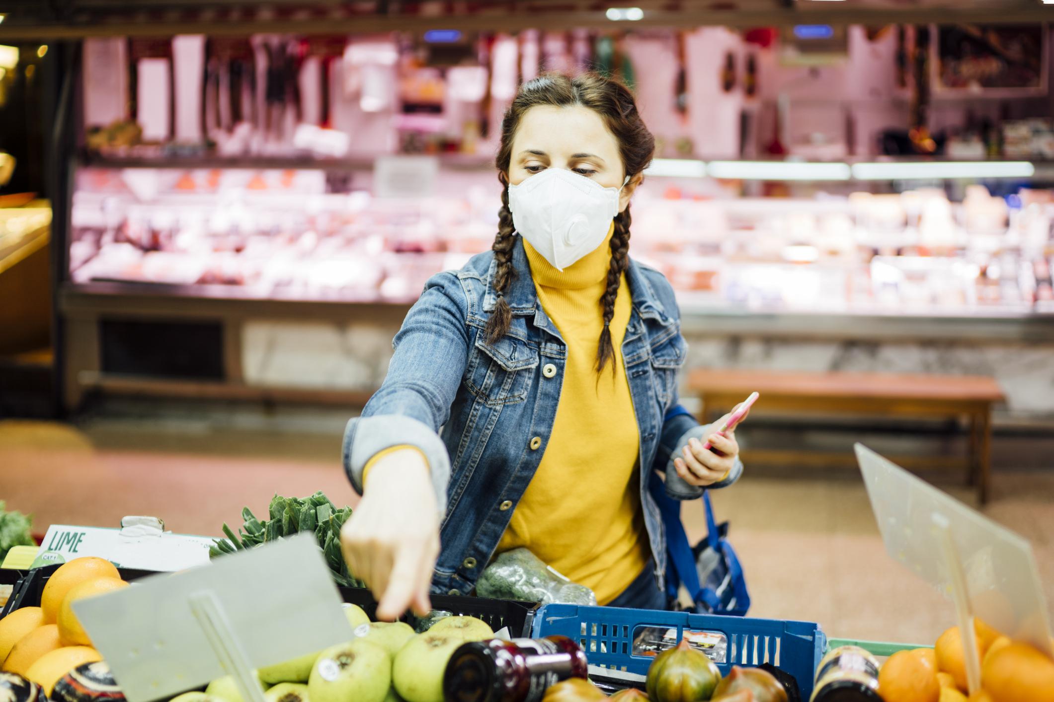 Aglomerație în magazine, înainte de Paște. Cât cheltuiesc românii pentru masa de Sărbători