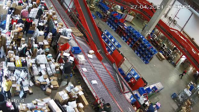 Curierii livrează pachete și în Sâmbăta Mare. Ce au cumpărat românii de Paște