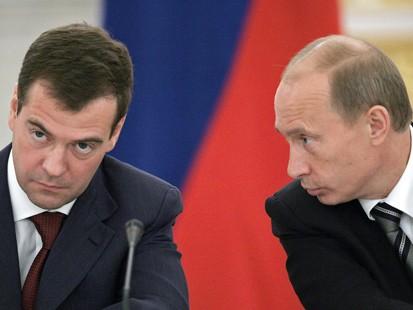 Presedintele rus Dmitri Medvedev l-a criticat fatis pe premierul Putin!