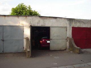 Un tanar de 19 ani a fost retinut de politisti dupa ce a spart zece garaje din Sighetu Marmatiei