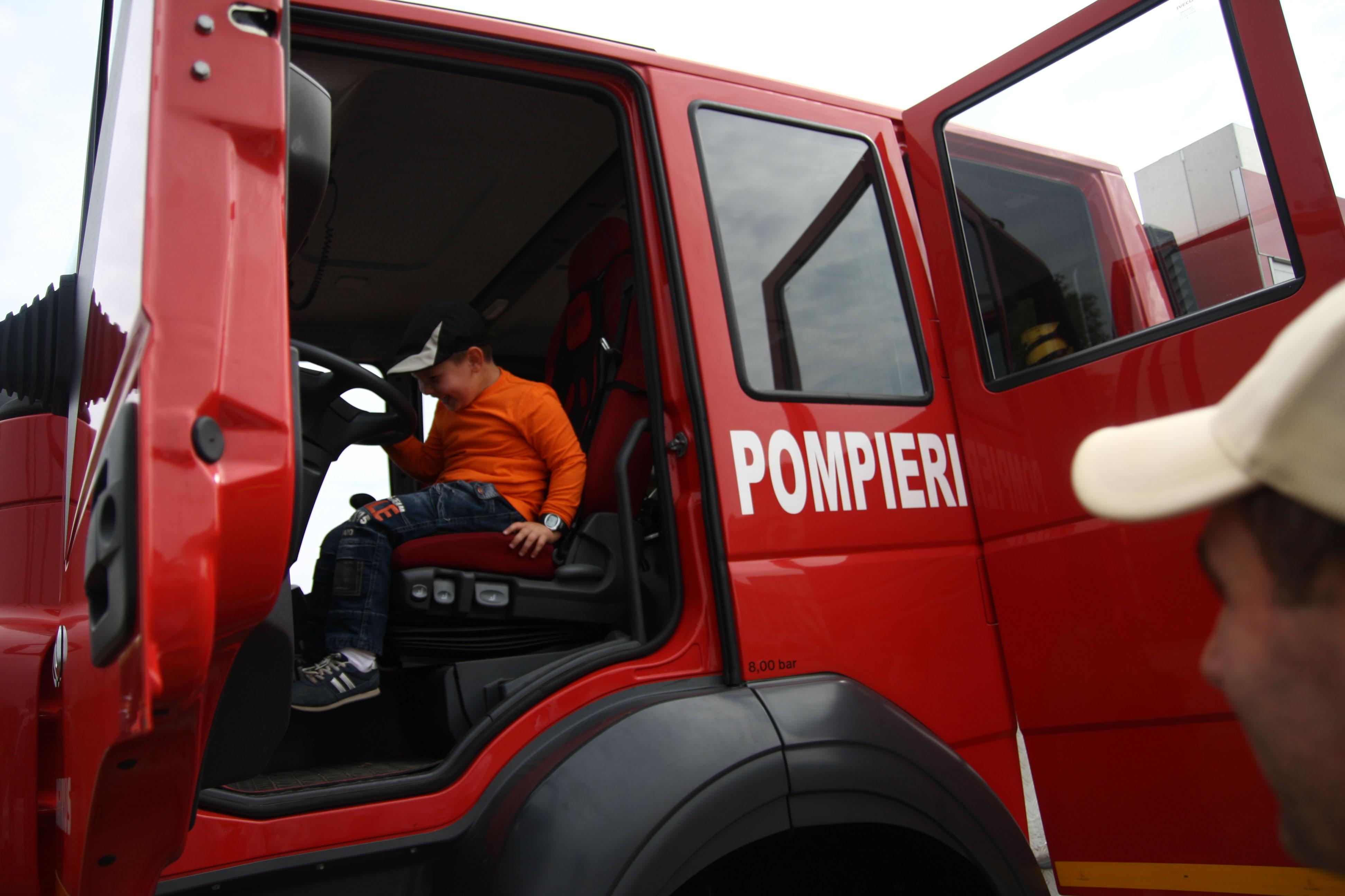 Masina de pompieri implicata intr-un accident din cauza unei soferite