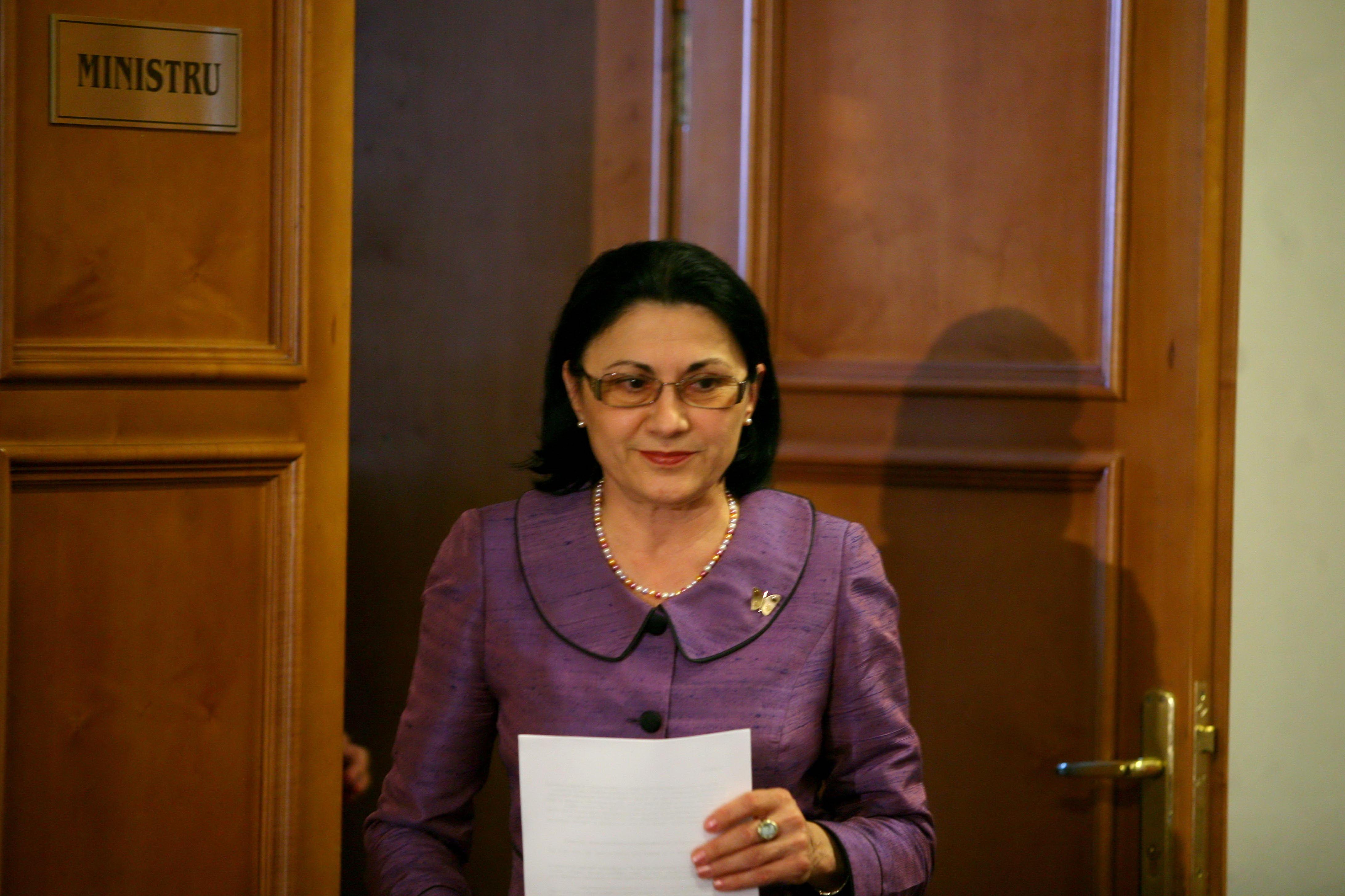 Andronescu: Raportul la Legea educatiei, depus luni la BP al Senatului