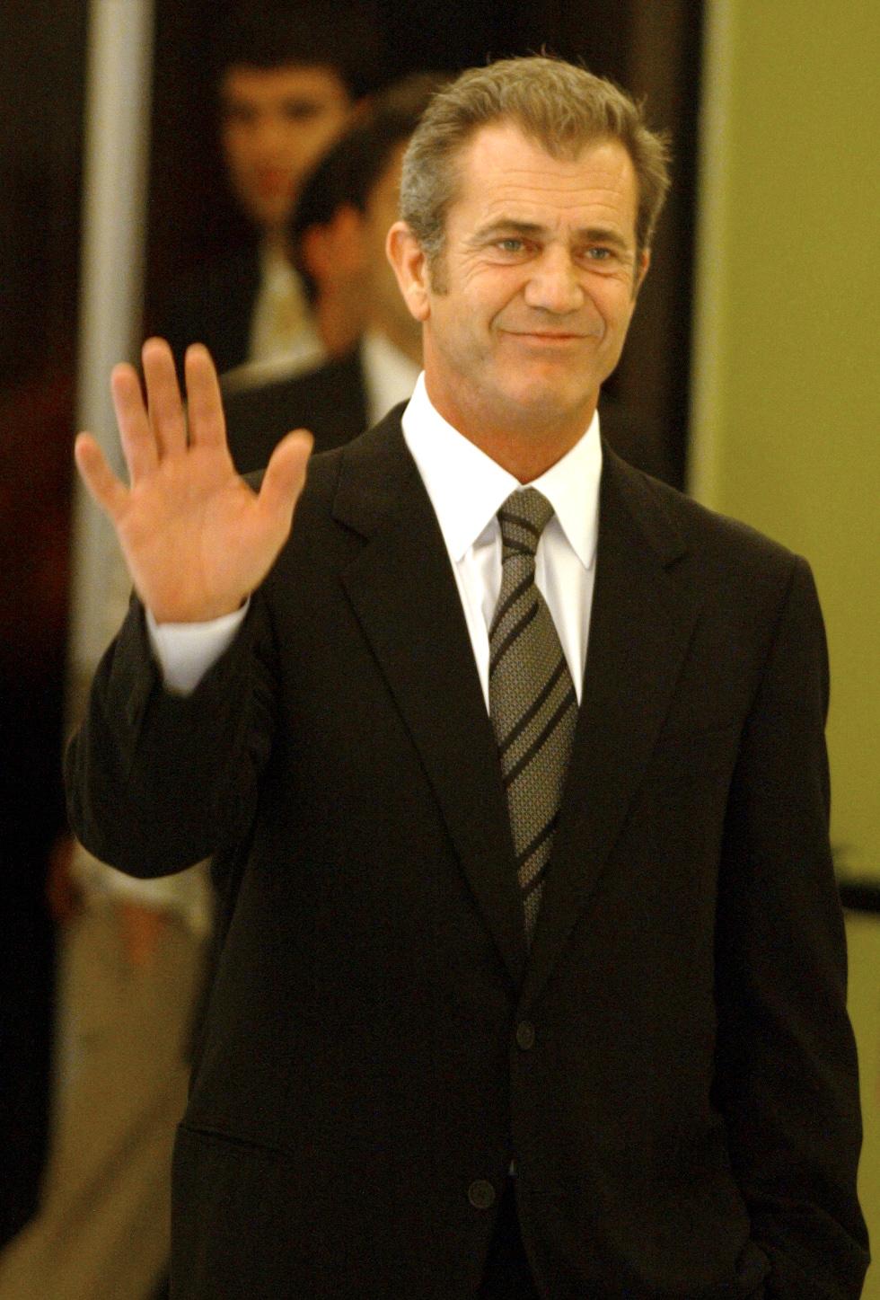 Mel Gibson recunoaste ca a batut-o pe Oksana, ca sa scape de inchisoare
