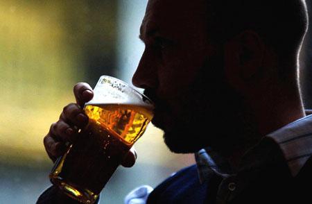 Spitalele cheltuie 1000 de lei pe zi pentru tratarea de urgenta a romanilor inecati in alcool