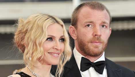 Guy Ritchie: Madonna e o retardata, dar inca o mai iubesc!