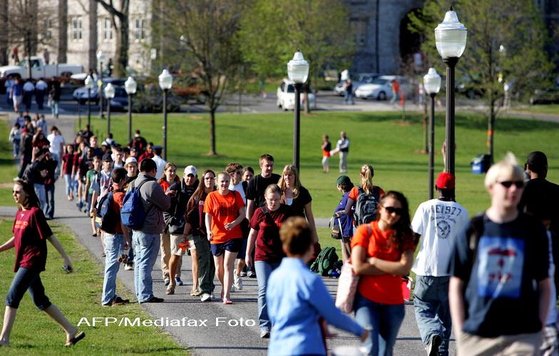CNN: Alerta la Universitatea Virginia Tech. Un barbat inarmat este cautat in campus