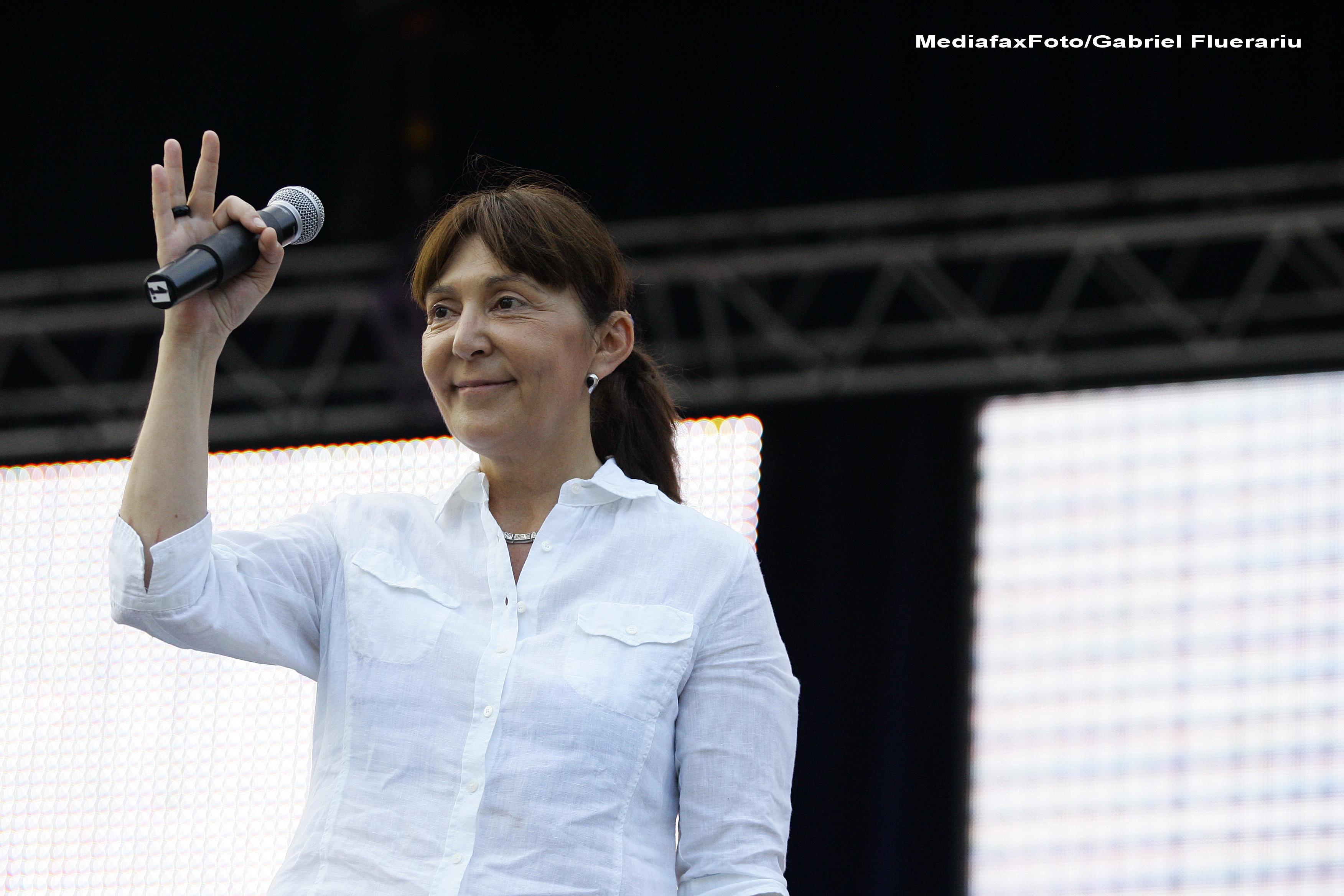 Monica Macovei ii trimite lui Iohannis o scrisoare cu 10 cerinte si asteapta raspuns semnat pentru a-l vota