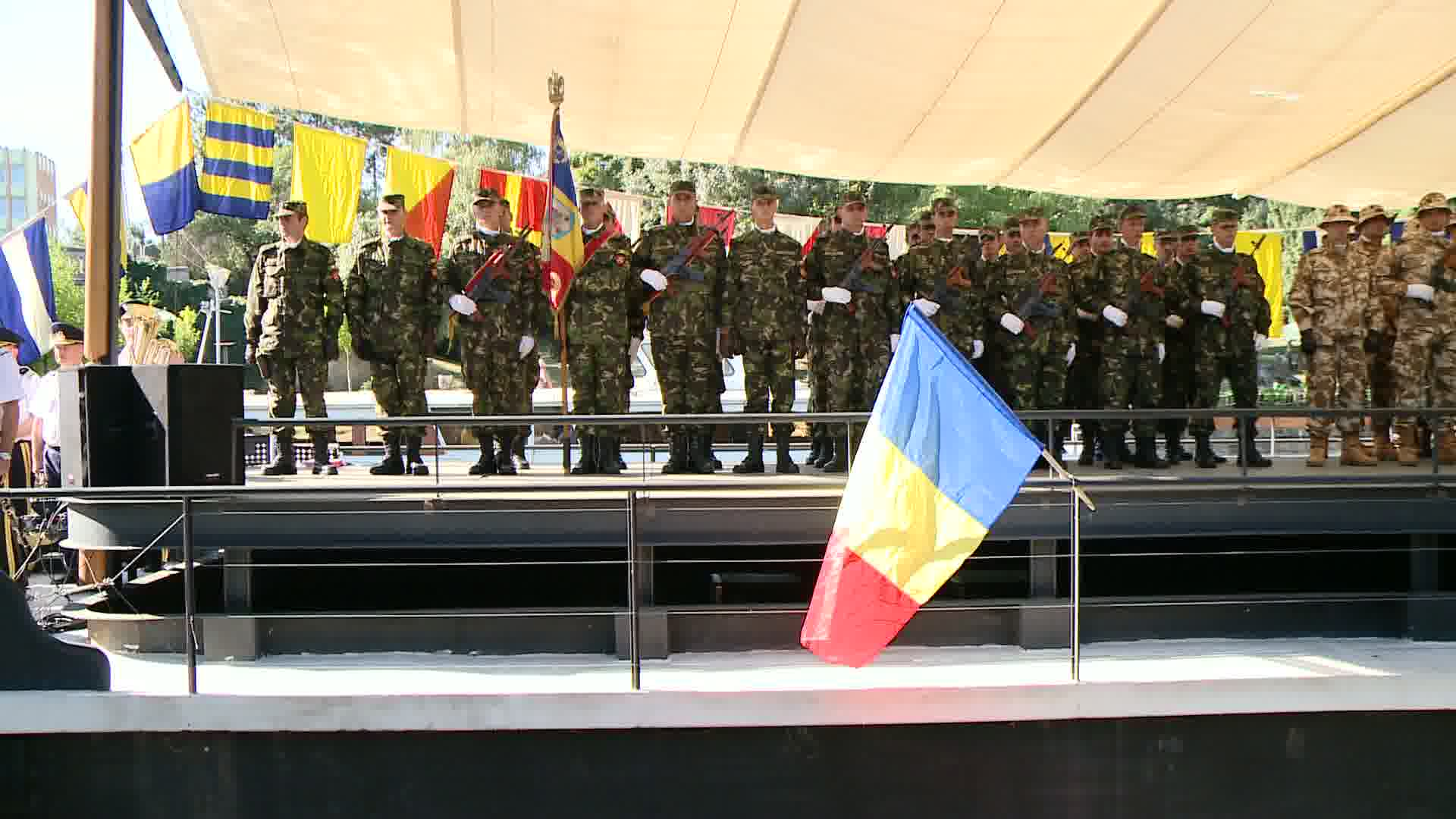 Ziua Marinei, sarbatorita si la Timisoara. Zeci de curiosi au venit pe malul Begai sa vada ceremonia