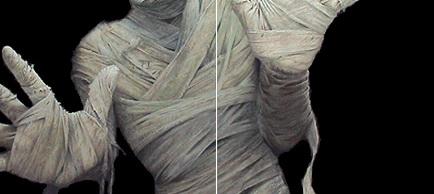 Fetita obligata sa umble bandajata ca o mumie. Orice atingere o poate ucide, chiar si un sarut