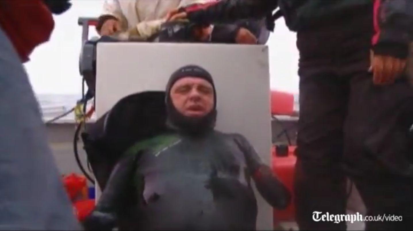 Exemplu de vointa. Un barbat fara membre a traversat inot stramtoarea Bering. VIDEO